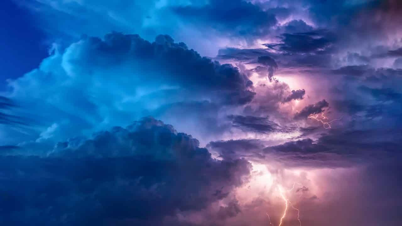 thunderstorm-on-sky